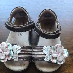 Stride Rite brown leather floral 🌸 sandals